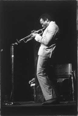 Miles Davis   der Buhne 1962    - copyright Lisl Steiner